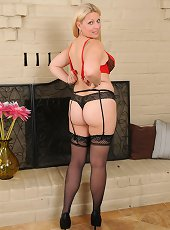 Blonde milf fatty goes naked and shows off her curves