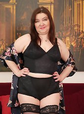 Hairy mature BBW playing with herself