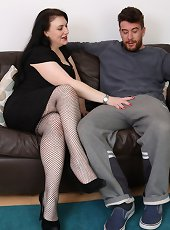 Watch mature guy with pony tail doing cougar milf