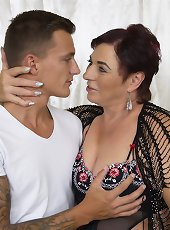Mature lady exposes saggy boobs and hairy snatch