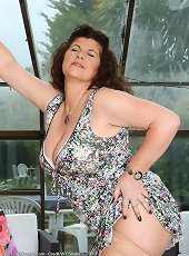 Kinky cougar sex ends up with lots of stunning orgasms